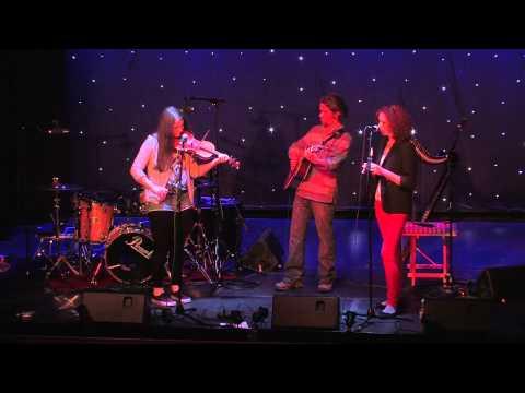 Isla, Doona & Paul - Manx songs and tunes