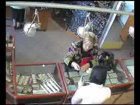 Cum se fura intr-un magazin de bijuterii