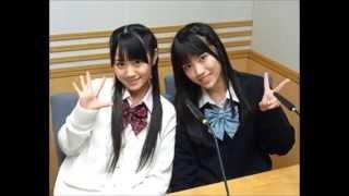 小倉唯さんと石原夏織さんがクイズの答えをお互い合わせようとする二人...