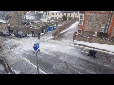 Este es uno de los peligro de salir a la calle con el suelo totalmente congelado