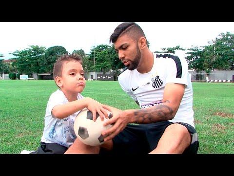 Nathan visita CT Rei Pelé e conhece Gabriel