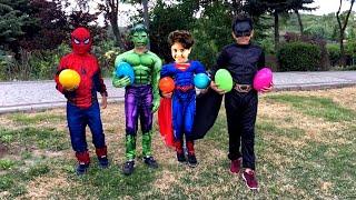 Oyuncak Avı Sürpriz Yumurta ! Superheroes plays with inflatable water slide and easter egg hunt