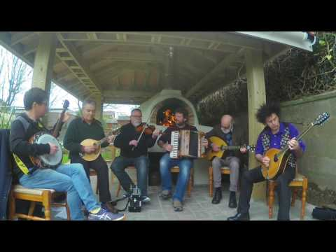 Iron Broo Ceilidh Band - Pizza Sessions - Highland Gordons pizza set.