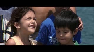 Гавайский многодетный отец учит детей нырять I 50 первых поцелуев