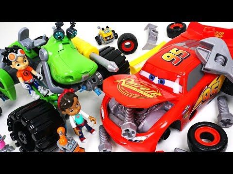 Disney Cars 3 McQueen have an accident! Fix it! Rusty rivets and transform dinosaur! - DuDuPopTOY