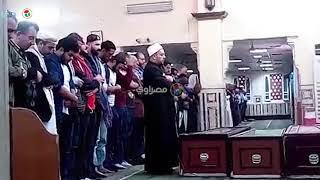 عمرو عبد الجليل يودع جثمان شقيقة