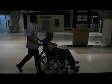 Bangkog International, Suvarnabhumi Airport,Retired Grandpa on the way