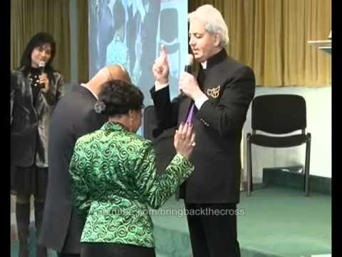 Benny Hinn - Power of God Falling in Paris