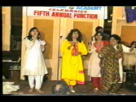 Sapna Mukherjee,Alka Yagnik and Sadhna Sargam Performing at Priyadarshni Academy function