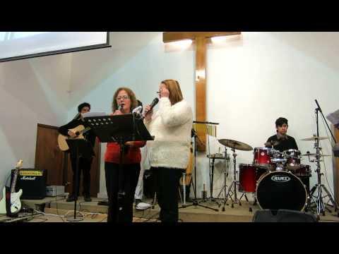 Hermanas María Elena Peña y Sonia Pizarro alabando al Señor