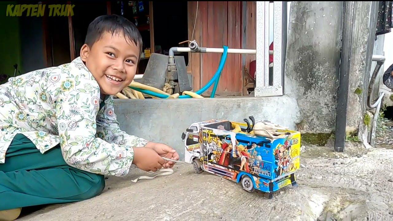 Sam Bocil Truk Oleng Mencari Mainan Hewan