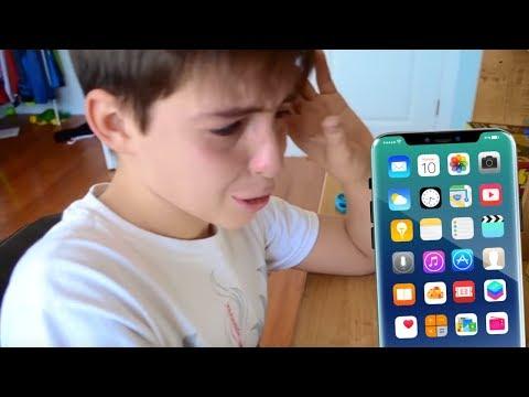 ШКОЛЬНИКУ РАЗБИЛИ iPhone