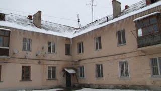 Жители дома в Волгограде живут в страхе от возможного обрушения потолка(, 2016-01-14T10:34:12.000Z)