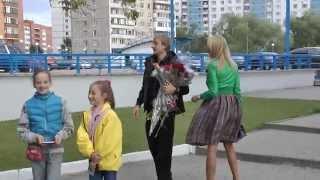 Plushenko,Rudkovskaya с цветами идут к машине после прокатов 4.09.11