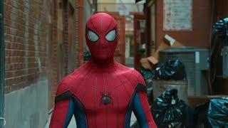 Человек-паук патрулирует Нью-Йорк в новом костюме. Человек паук: Возвращение домой (2017)
