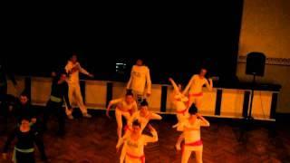 Tüdrukute tantsupidu 2011 (12. klassi tants pärast võitu)