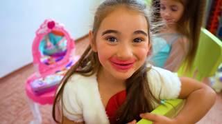 Anna and Mania Pretend Play princess beauty salon