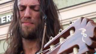 Chúa JeSus tái thế lần thứ 2. phong cách guitarist.