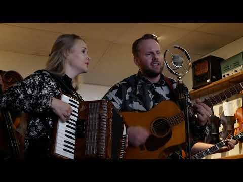 Bluegrass Broadcast #1 Dunderhead