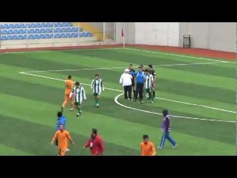 Hoca golü kaçıran oyuncusuna saldırıyor