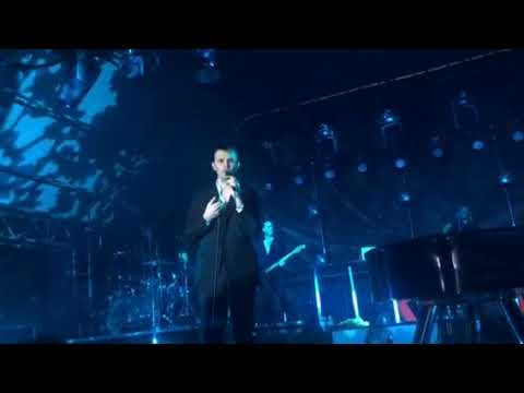 Hurts - Hold on to me TonHalle München...