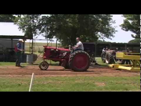Rusty Wheels Tractor Pull 6-14-2014