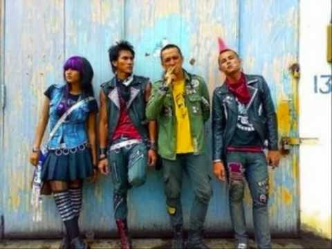 MARJINAL-PUNK IN LOVE.