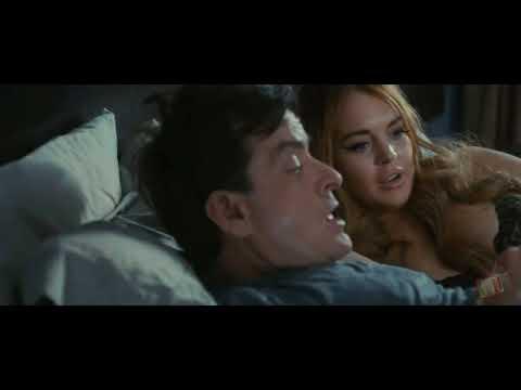 Линдси Лохан в гостях у Чарли - Очень страшное кино 5 (2013) - Момент из фильма