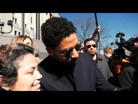 Jussie Smollett leaves court after charges against him dropped