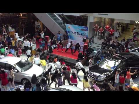 Flash Mob GangNam Style @Nagoya Hill Batam (HD)