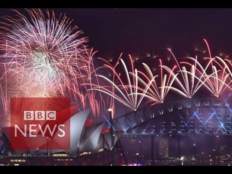 new year fireworks new zealand and australia shows usher in 2016 bbc news