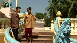 Khmer Comedy Ches Eng Oy Kreng Ches Ke Vaing De Koy San Mao (1)