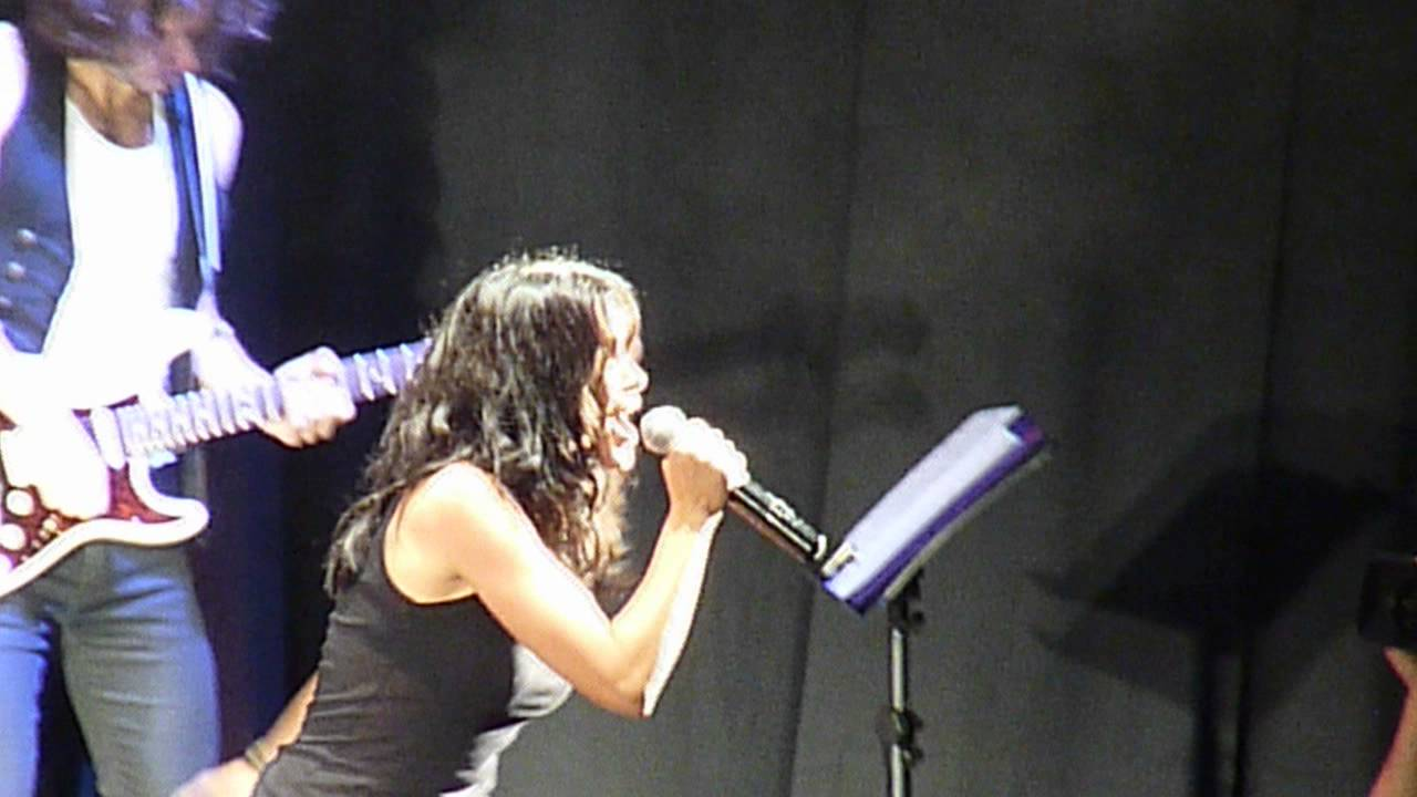 Foot Concert 2012 - Jenifer - Sur Le Fil - Youtube-1604