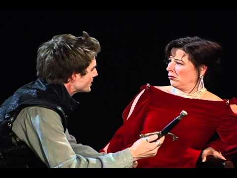 Hamlet and gertrudes relationship