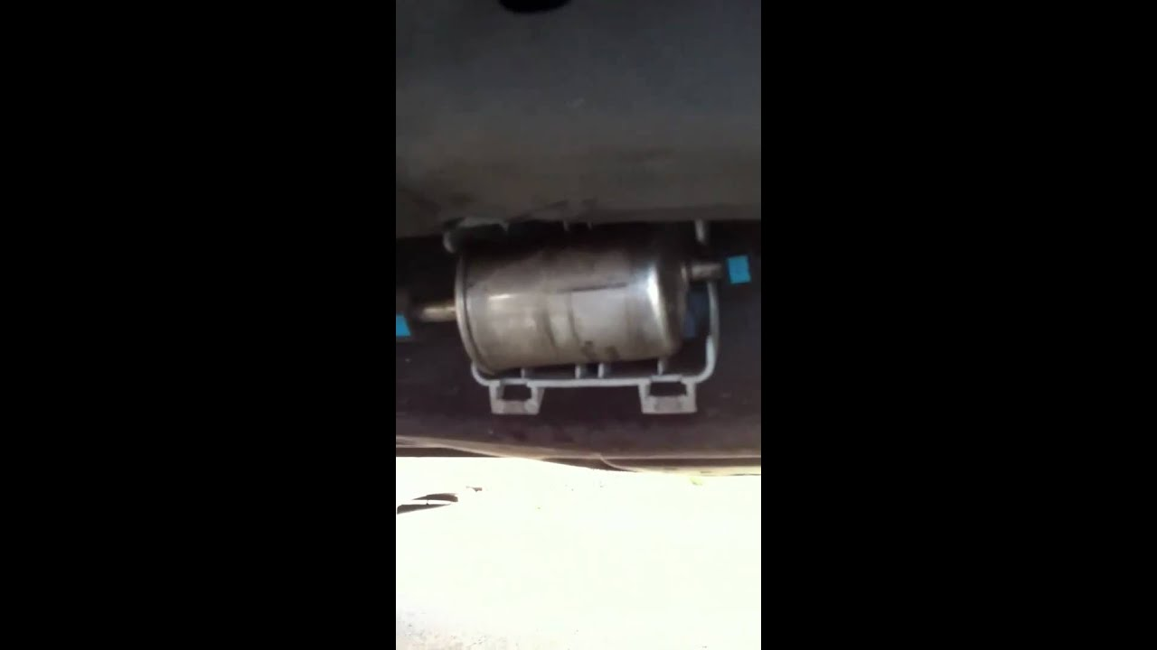 hight resolution of changing the fuel filter on a 2004 lincoln navigator