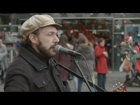 One (U2 cover) - Rob Falsini sings In Covent Garden