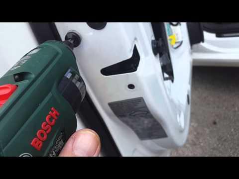 démontage garniture de porte serrure et barillet porte avant gauche AUDI A4 B8