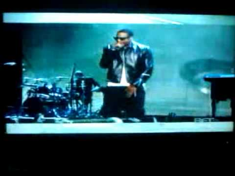 Jay Z proforming on the bet awards!!