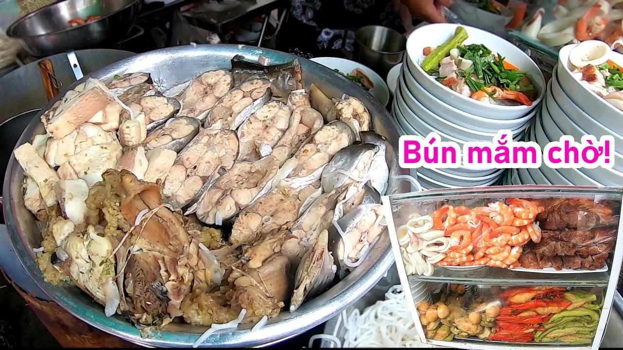 Toát mồ hôi đi ăn tô bún mắm 40k đầu cá bự chảng, đầy Topping ngon và đông nhất Sài Gòn