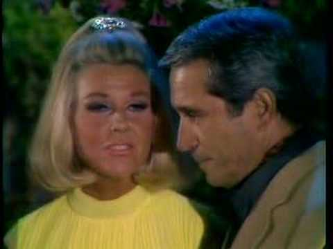 Doris Day Makin Eyes at Perry Como