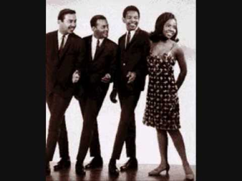 """Gladys Knight & The Pips """"Tracks Of My Tears"""""""
