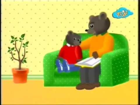 Бурый медвежонок в кресле