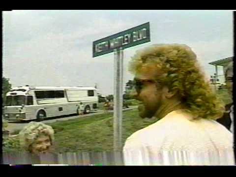 Keith Whitley - I Wonder Do You Think Of Me (Ride Version).