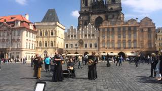 Уличные музыканты в Праге.