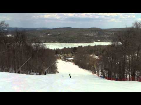 Brody snowboarding down the 'Challenger' trail at Mount Wachusett