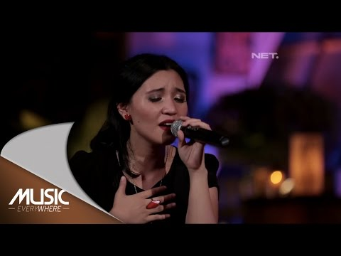 Andira - Butiran Debu ( Rumor Cover ) (Live at Music Everywhere) *