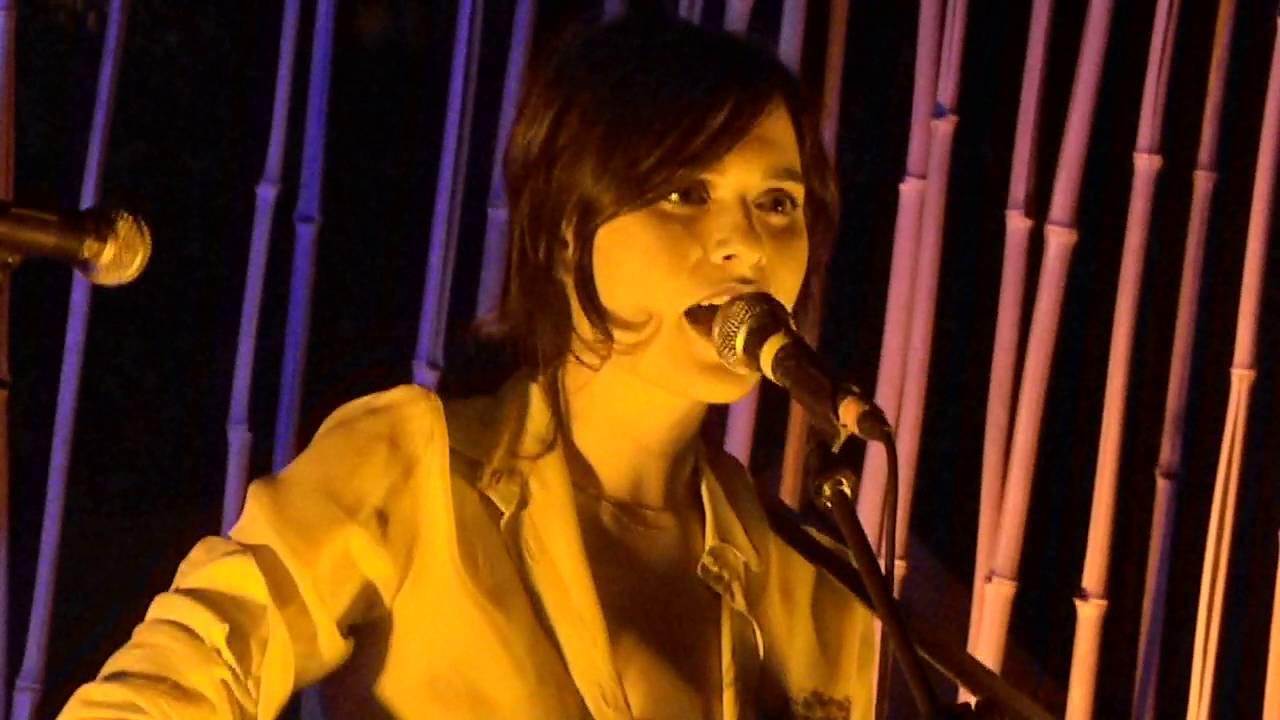 Erica Mou - Nella vasca da bagno del tempo live at Monk Roma 11 ...