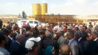 وزير التعليم العالى ورؤساء الجامعات أمام  ترعة السلام قبل عبورها قناة السويس الجديدة