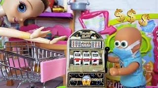 Фото МАМА В ШОКЕ! Макс проиграл все деньги в автоматы! Катя и Макс веселая семейка. Сериал живые куклы