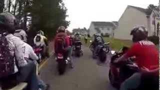 Девушка упала с мотоцикла на колесо